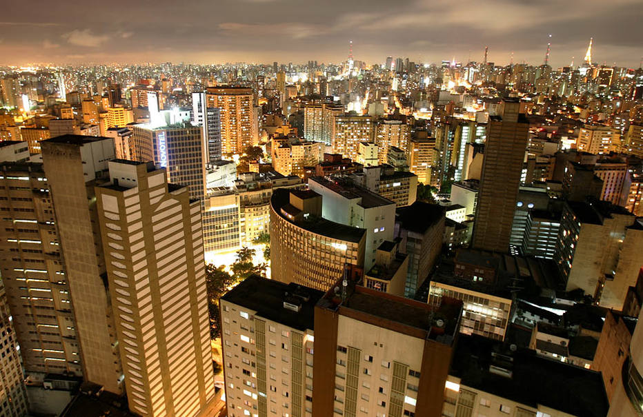De janeiro a outubro, as vendas de imóveis cresceram mais de 40% em SP, ante o mesmo período do ano passado. Centro visto do edifício Copan, no Centro. 22/01/2007. Foto: NILTON FUKUDA/AE